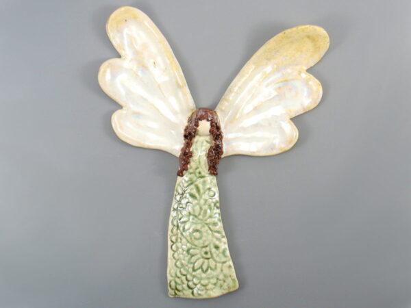Anioł ceramiczny zielony, zawieszka na ścianę, doskonały prezent na roczek. Niepowtarzalny egzemplarz. Wysokość 24 cm, szerokość 19 cm.