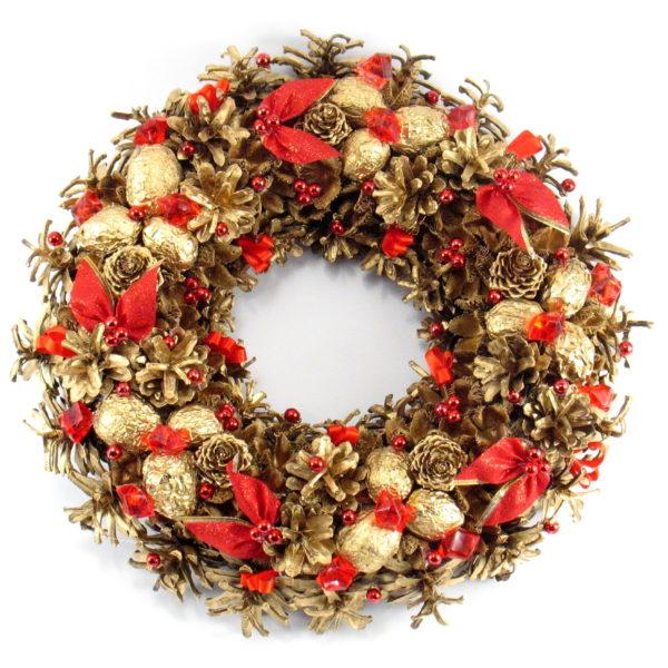 Złoty wianek świąteczny z czerwonymi ozdobami