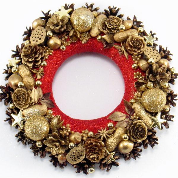 Mały wianek świąteczny z czerwonym środkiem