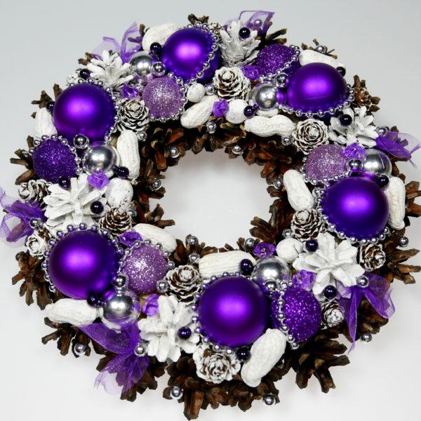 Wianek bożonarodzeniowy fioletowo-biały