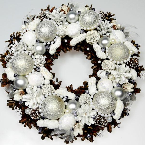 Wianek bożonarodzeniowy perłowo-biały