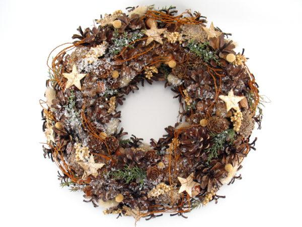 Wianek świąteczny naturalny, leśny z gwiazdkami ,na podkładzie słomianym