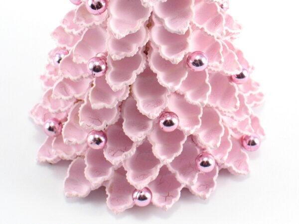 Mała różowa choinka z makaronu