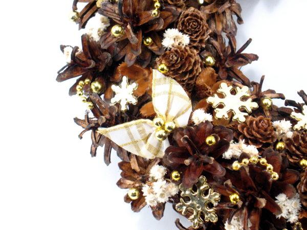 Biały wianek świąteczny z kokardkami