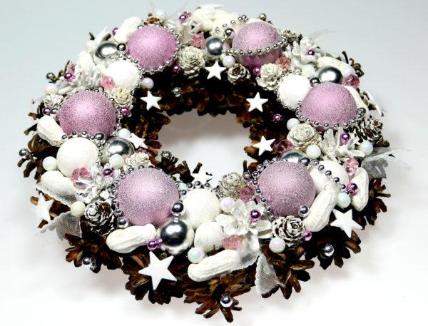 Wianek świąteczny różowo-pastelowy