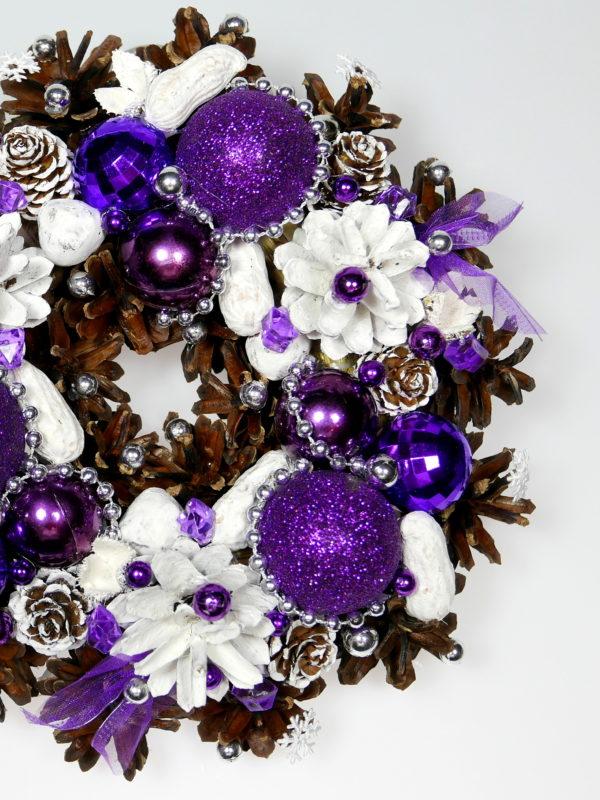 Mały wianek bożonarodzeniowy fioletowo-biały