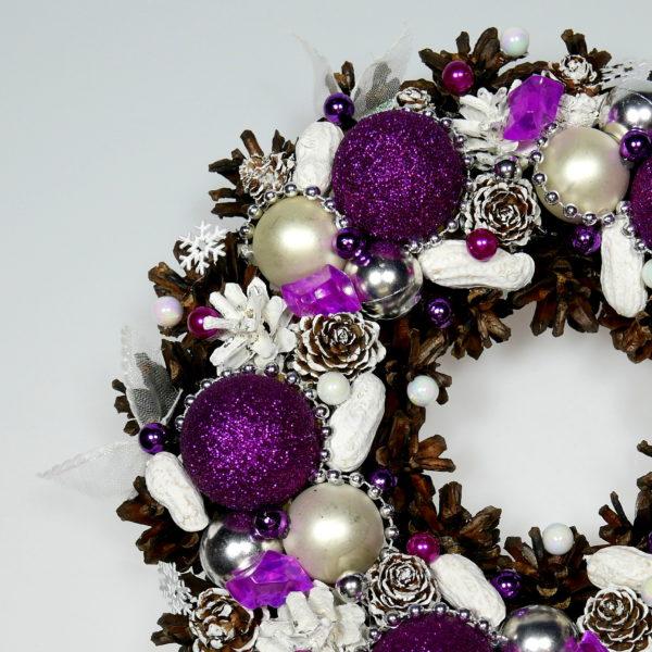 Wianek zimowy biało-purpurowy