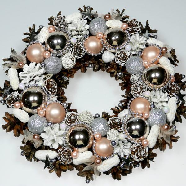 Wianek świąteczny srebrno-beżowy