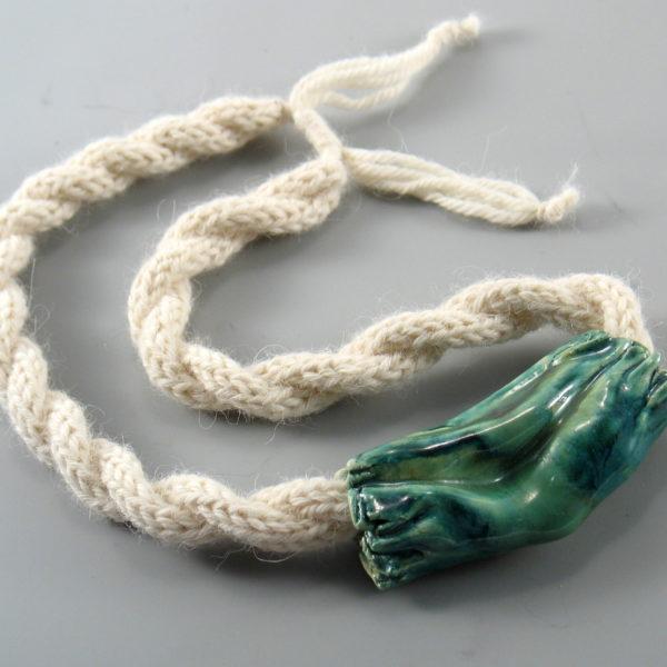 Naszyjnik z ceramiki i wełny