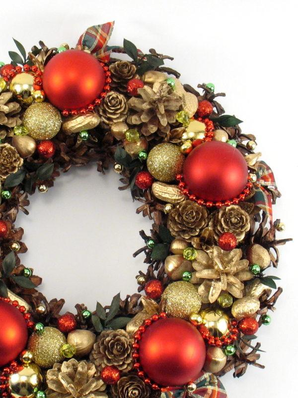Czerwono-złoty wieniec bożonarodzeniowy