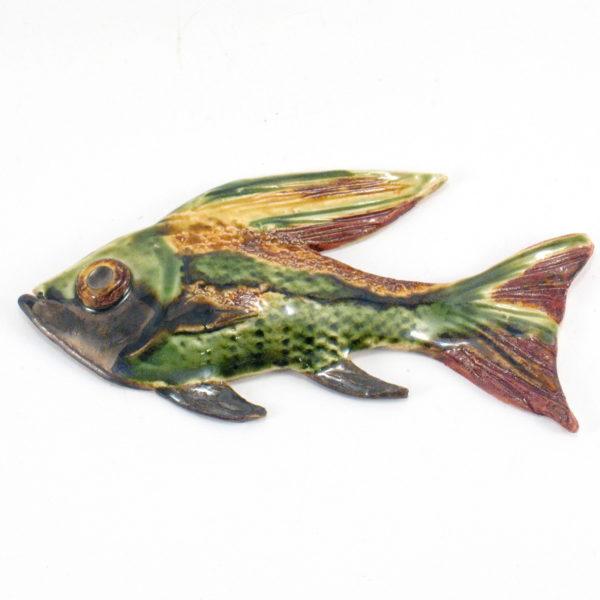 Ryba ceramiczna brązowo-zielona, zawieszka na ścianę, uformowana ręcznie z gliny, kolorowa, oryginalna dekoracja łazienki, pokoju dziecinnego, salonu,