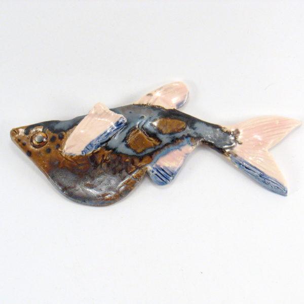 Ryba ceramiczna latająca, uformowana ręcznie z gliny, kolorowa, oryginalna dekoracja łazienki, pokoju dziecinnego, salonu.