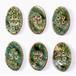 Guzik ceramiczny owalny zielony, dekoracyjna pasmanteria