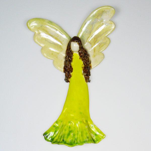 Anioł ceramiczny żółty. Doskonały prezent na chrzest, roczek, komunię. Ozdoba pokoju dziecinnego. Wysokość 21 cm, szerokość 13,5 cm.
