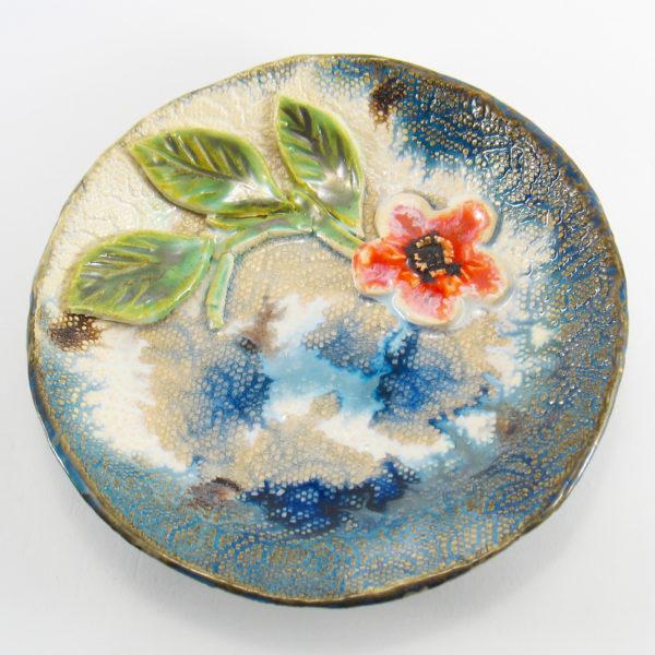 Talerzyk ceramiczny z kwiatkiemi będzie interesującą ozdobą domu, Niepowtarzalny egzemplarz, doskonały prezent, gotowy do wysyłki.