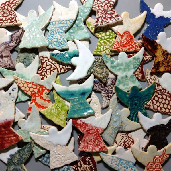 Losowy zestaw 10-ciu sztuk aniołków ceramicznych na magnes