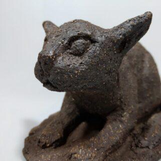 Czekoladowy kocur-figurka ceramiczna