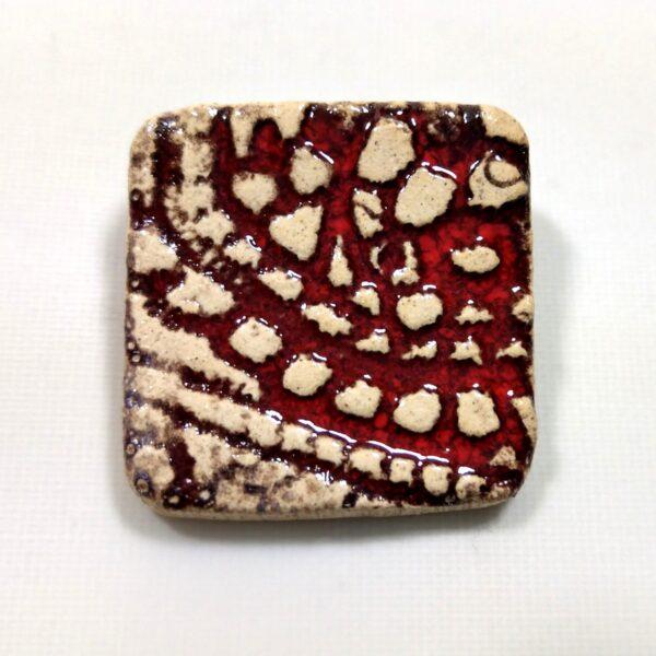 Broszka ceramiczna - Czerwona Koronka