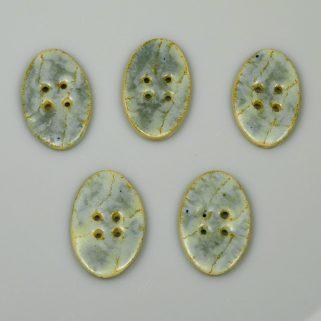 Guzik ceramiczny owalny jasnobłękitny, dekoracyjny dodatek