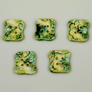 Guzik ceramiczny nieregularny zielono-beżowy, rękodzieło