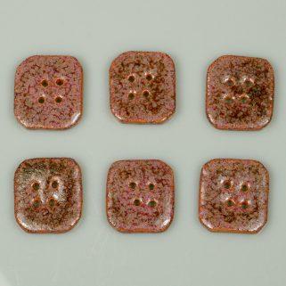 Guzik ceramiczny nieregularny różowo-brązowy. Rękodzieło