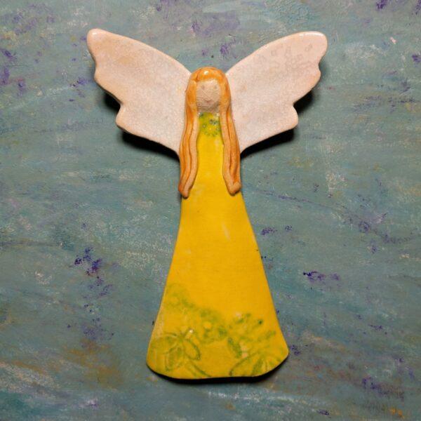 Aniołek w żółtej sukience