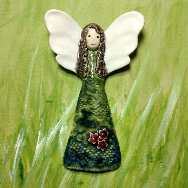 Anioł ceramiczny z kwiatami