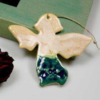 Pamiątka chrztu aniołek ceramiczny do zawieszenia w pokoju dziecka. Sympatyczny prezent. Ręcznie wykonana, oryginalna, trwała ozdoba z gliny.