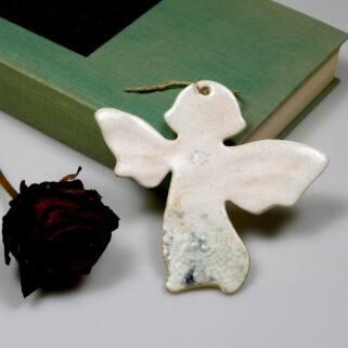 Aniołek na komunię, dekoracja ceramiczna do zawieszenia na ścianie lub oknie. Oryginalny prezent dla gości komunijnych lub weselnych.