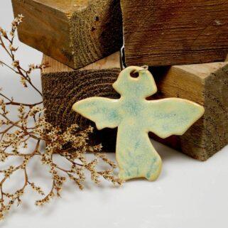 Prezent dla mamy aniołek ceramiczny. Ręcznie wykonany, sympatyczny upominek na Dzień Matki, imieniny, urodziny lub święta. Dekoracja wisząca.