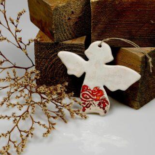 Czerwono-biały aniołek ceramiczny, ręcznie wykonana zawieszka z giny,