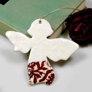 Czerwony aniołek ceramiczny wiszący