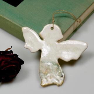 Zawieszka ceramiczna anioł, to oryginalny prezent na wiele okazji. Ręcznie wykonana, oryginalna ozdoba całoroczna lub dekoracja świąteczna,