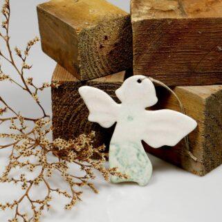 Aniołek ceramiczny do zawieszenia na choince, ścianie lub oknie, oryginalna ozdoba wykonana ręcznie z gliny, miły prezent świąteczny