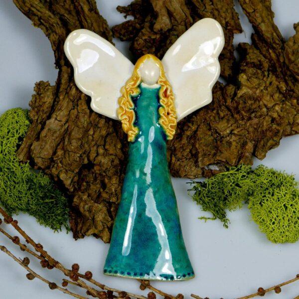 Anioł w turkusowej sukni, ręcznie wykonany z gliny