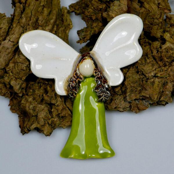 Zielony aniołek ceramiczny Radosny, zawieszka na ścianę
