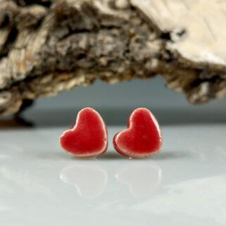 Kolczyki ceramiczne Czerwone Serca, ręcznie zrobione dla kobiety, która chce się wyróżnić, przykuwają uwagę i są niepowtarzalne.