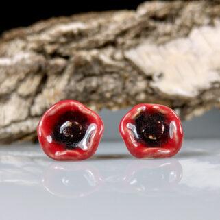 Kolczyki ceramiczne Czerwone Maczki, przykuwają uwagę, niepowtarzalne, ręcznie zrobione dla kobiety, która chce się wyróżnić.