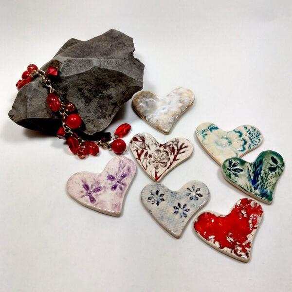 Wielokolorowe serca ceramiczne