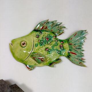 Ryba ceramiczna Wiosenna, niepowtarzalna dekoracja wisząca do pokoju dziecięcego, łazienki, salonu. Uformowana ręcznie z gliny, szkliwiona.