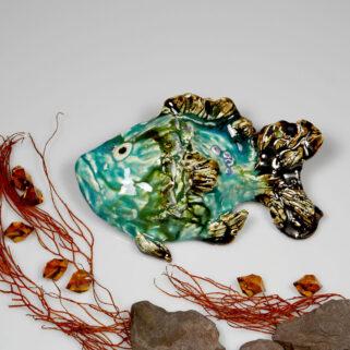 Ceramiczna ryba turkusowa, uformowana ręcznie z gliny, wypalona, oryginalna dekoracja wisząca do łazienki, pokoju dziecięcego, salonu.