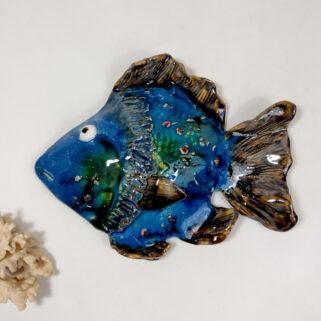 Ryba ceramiczna Spokojna, uformowana ręcznie z gliny, wypalona, oryginalna dekoracja wisząca do pokoju dziecięcego, łazienki, salonu.