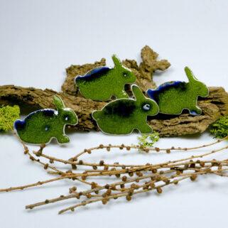 Zielone wiosenne zające, dekoracja ceramiczna na magnes, ozdoba wielkanocna