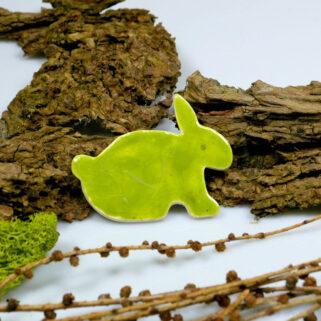 Zielony zajączek ceramiczny , magnes na lodówkę