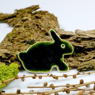 Zajączek na lodówkę z ceramiki, szkliwiony na zielono
