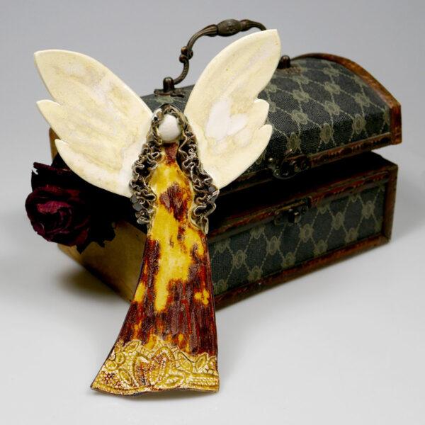 Anioł ceramiczny, stróż domowego ogniska