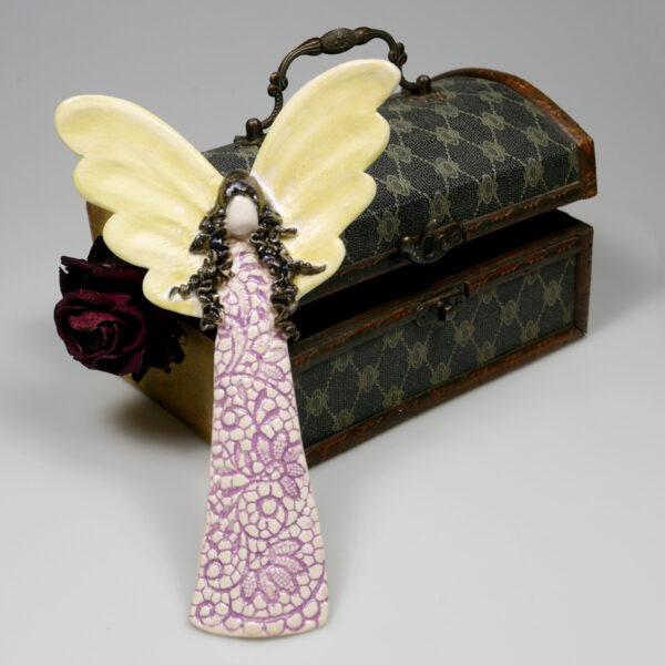 Aniołek ceramiczny w koronkowej sukni