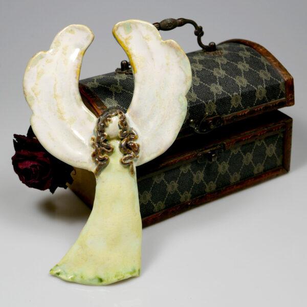 Anioł ceramiczny w jasnozielonej sukience