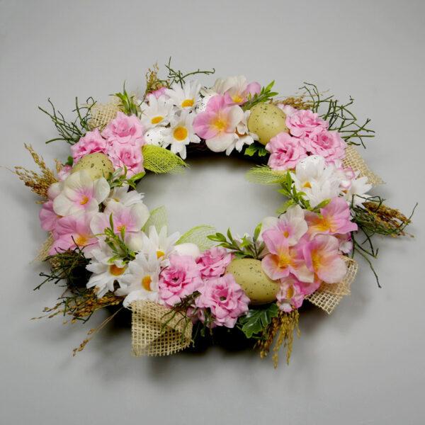 Różowy wianek z kwiatów