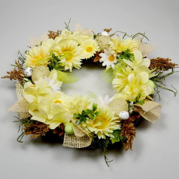 Dekoracja wielkanocna z żółtych kwiatów